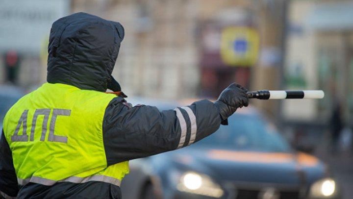 При столкновении микроавтобуса и иномарки в Петербурге погибли четыре человека