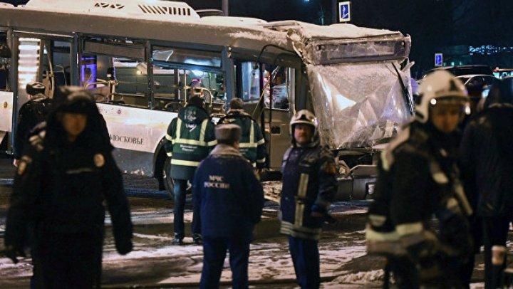 Специалист рассказал, как автобус мог покатиться против воли водителя в Москве