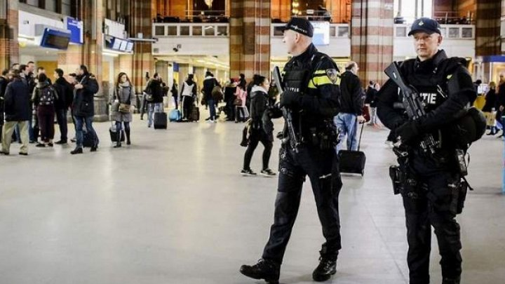 В аэропорту Амстердама задержали мужчину с ножом