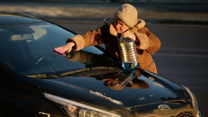 В Австрии ввели штрафы за неправильную очистку авто от снега