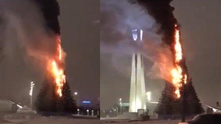 В Астане вспыхнула новогодняя ёлка (видео)