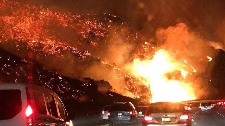 В Калифорнии объявлено чрезвычайное положение и продолжается эвакуация