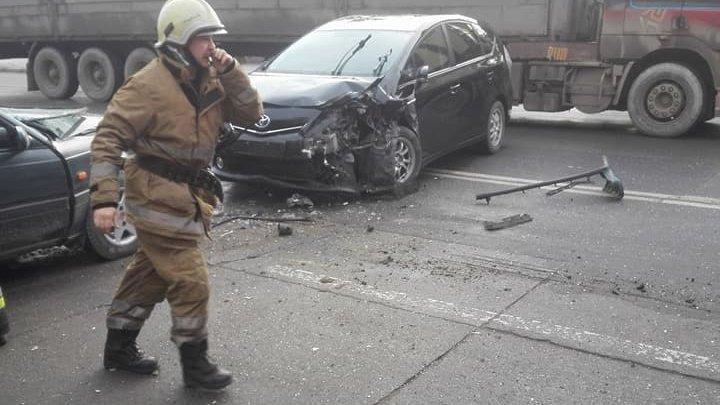 Жуткое ДТП на Ботанике: спасателям пришлось вырезать водителя из смятого авто