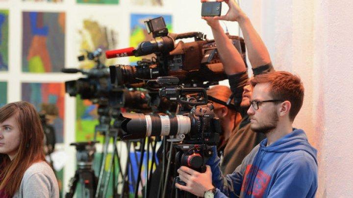 На журналистов РЕН ТВ напали во время съемок сюжета в Подмосковье: видео
