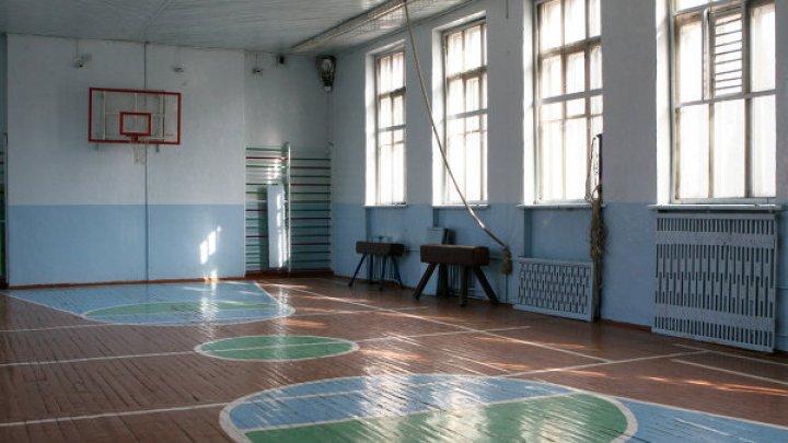 Очевидцы рассказали о возможных причинах смерти школьницы на уроке физкультуры в Москве