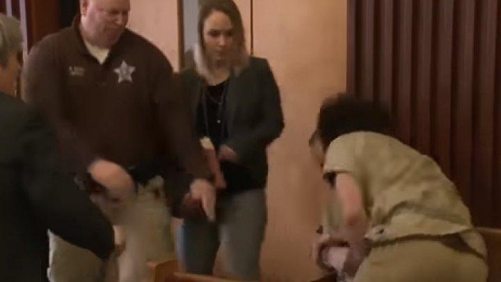 Заключённый в наручниках набросился на педофила прямо в зале суда: видео