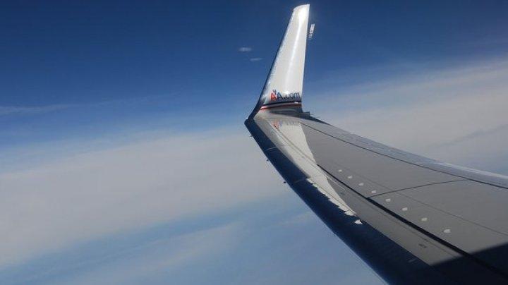 Пассажир снял на видео, как НЛО летит рядом с самолётом