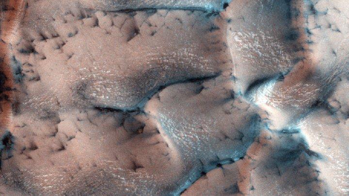 NASA показало «зимний» Марс