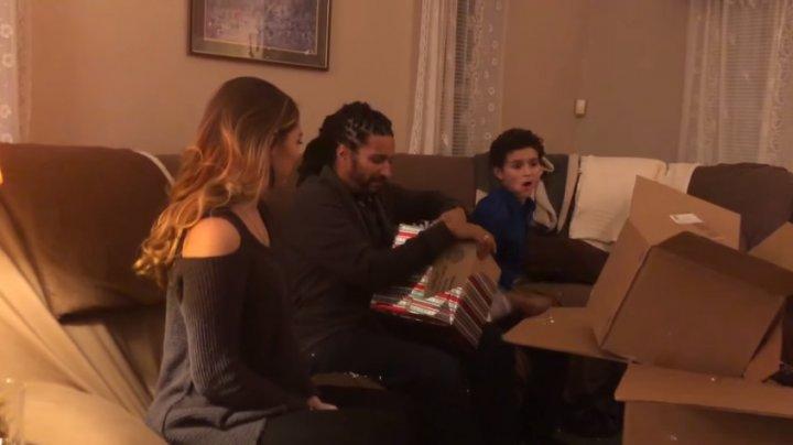 Американка подарила отчиму на Рождество подарок, растрогавший его до слез
