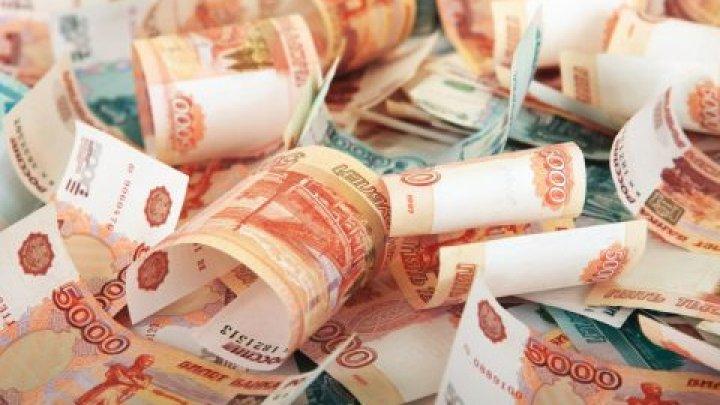 Внутри дивана нашли 605 миллионов рублей: видео