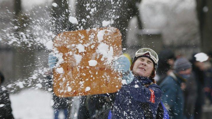 Самую массовую снежную битву отменили из-за снегопада