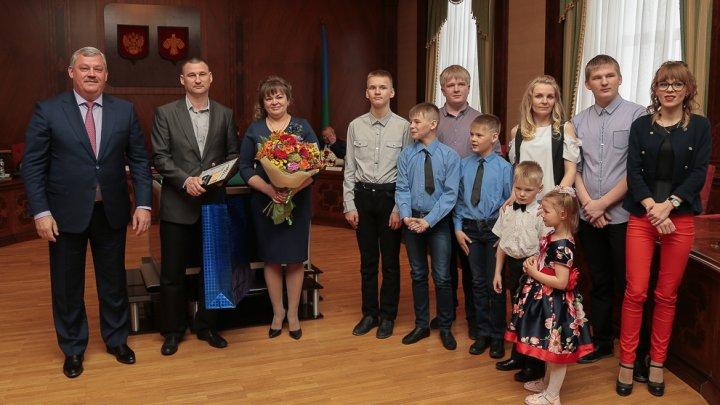Вместо поездки в Москву многодетной семье подарили литровый термос