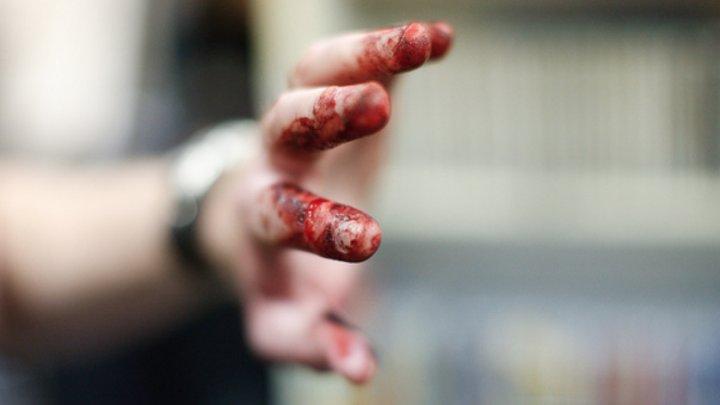 Житель Подмосковья отрубил жене кисти рук топором, заподозрив в измене