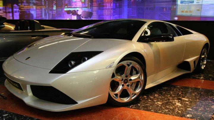 Lamborghini перевернул фуру в Подмосковье: видео