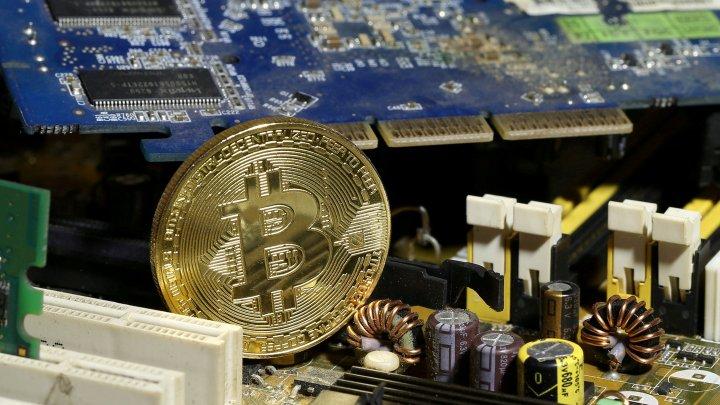 Инвесторы рассказали, чем биткоин угрожает финансовому рынку