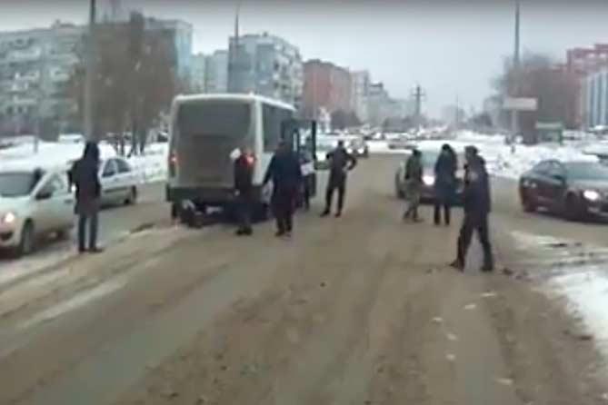 24-12-2017: Девушку сбили два автобуса