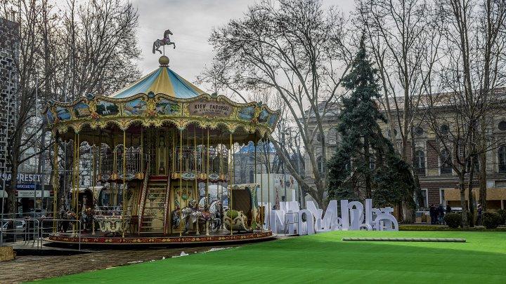 Главную достопримечательность Рождественской ярмарки установили в центре столицы: фото
