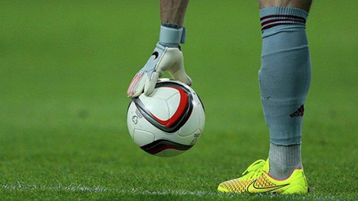 Футболист умер во время матча в Омске