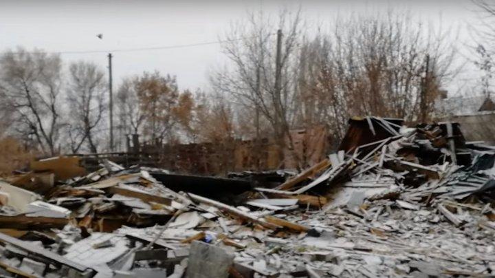 В Волгограде снесли дом, пока хозяева были в отъезде: видео