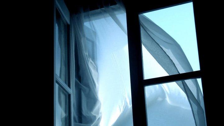 В Воронеже 19-летняя девушка пыталась спрыгнуть с 9 этажа