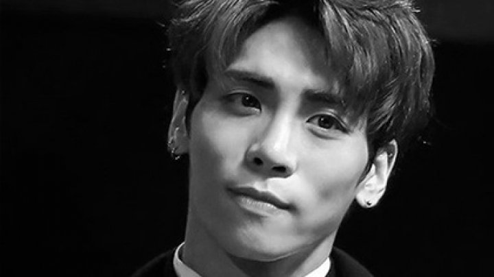 Лидер известной южнокорейской поп-группы покончил с собой в 27 лет