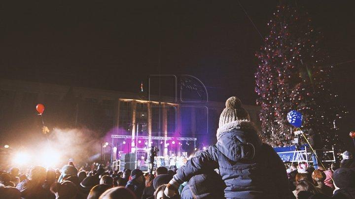 Зимние праздники начались: в столице зажгли новогоднюю иллюминацию