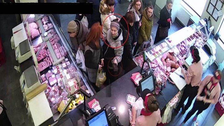 Полиция разыскивает женщину, которая украла кошелёк у покупательницы в столичном магазине