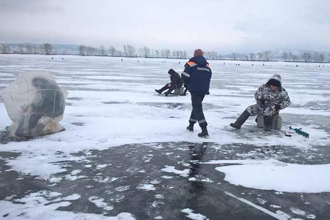 22-12-2017: Рыбак был эвакуирован на станцию спасения