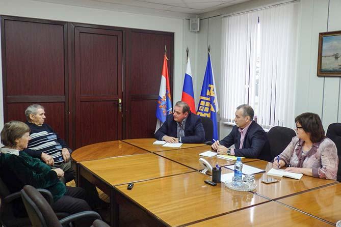 02-12-2017: Сергей Анташев провел прием граждан по вопросу общественных перевозок