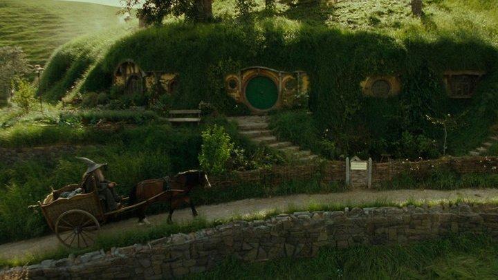 Фанат «Властелина колец» построил себе дом-нору, как у хоббита Фродо