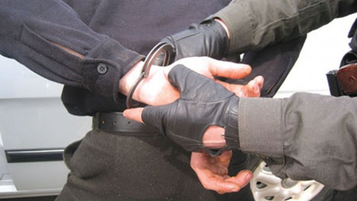 Шестерых человек задержали в столице по подозрению в торговле наркотиками