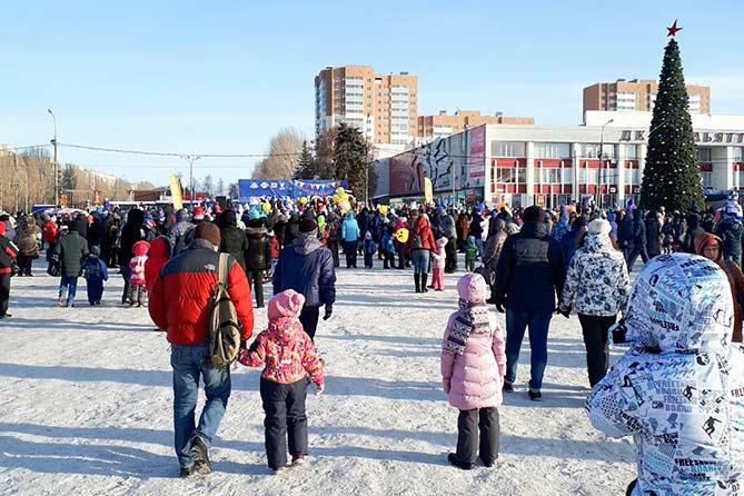 17-12-2017: Российский Дед Мороз зажег огни новогодней елки в Тольятти