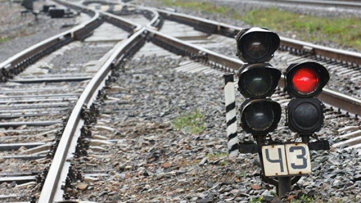 Пенсионер из Тайваня чудом выжил под колесами поезда: видео