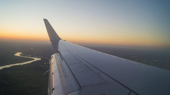 «Можно побыстрее?»:Нетерпеливый пассажир сбежал из самолёта через аварийный люк