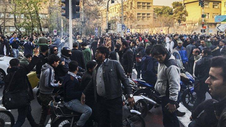 Более 20 человек погибли в Иране в результате столкновений между полицией и манифестантами