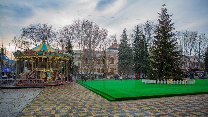 Для детей сотрудников полиции устроили праздник на рождественской ярмарке в Кишиневе