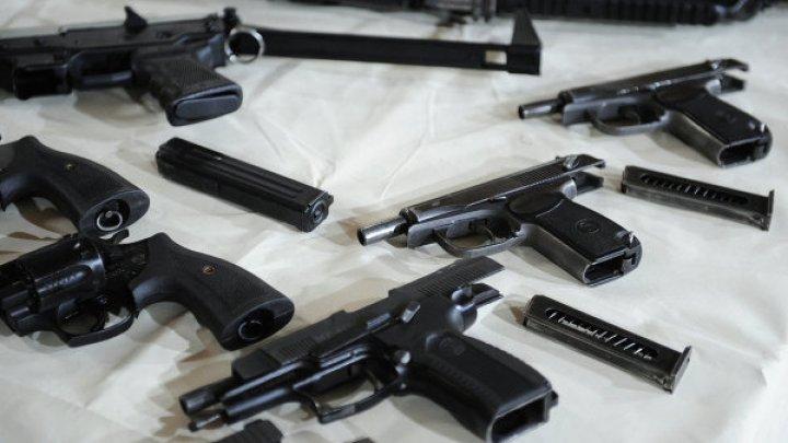 Жителей Левобережья призвали сдать оружие и боеприпасы