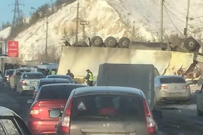 Крупное ДТП около ГЭС: число погибших и пострадавших уточняется