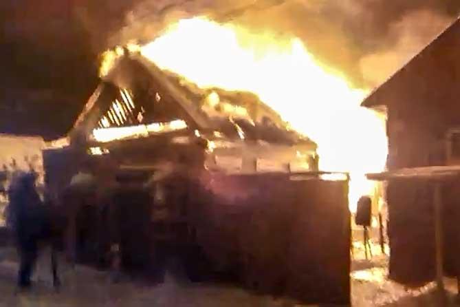 В шутку поджог дом: сгорела женщина