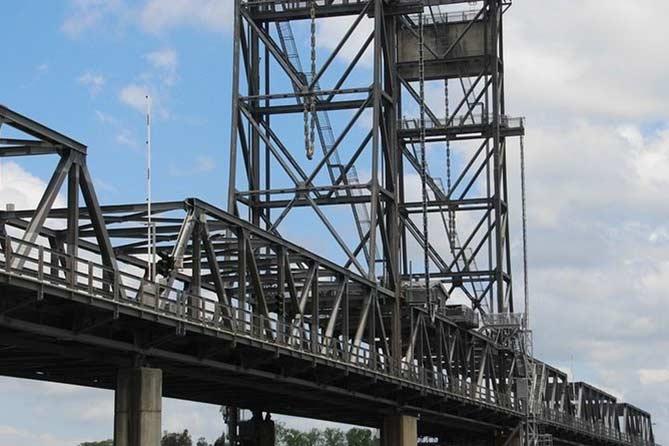 Мост через Волгу в районе Тольятти