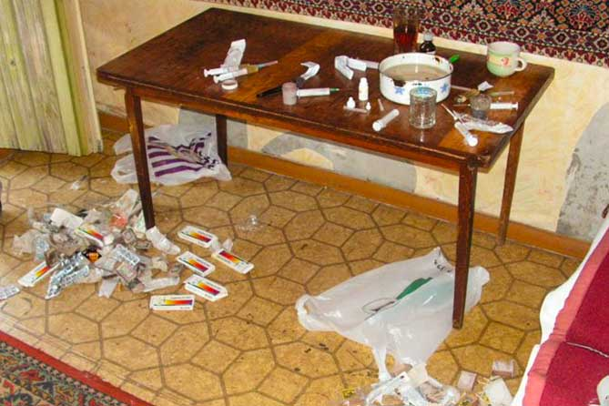 Сняли квартиру и сделали производство по фасовке наркотиков