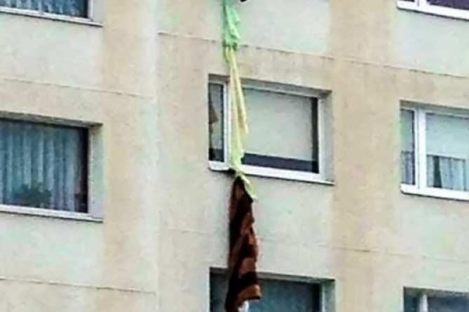 Девочка спускалась на простынях из окна четвертого этажа