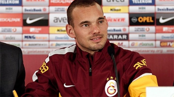 Голландский футболист Уэсли Снейдер перешел из «Ниццы» в катарский клуб «Аль-Гарафа»