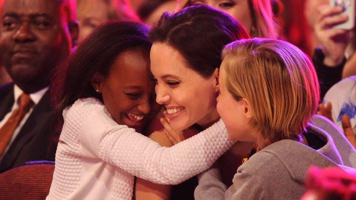 Анджелина Джоли вывела в свет больную дочь