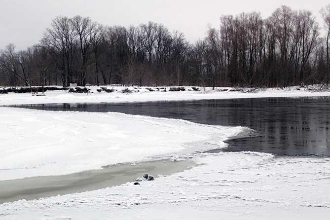 06-01-2018: Попал в промоину и вмерз в лед