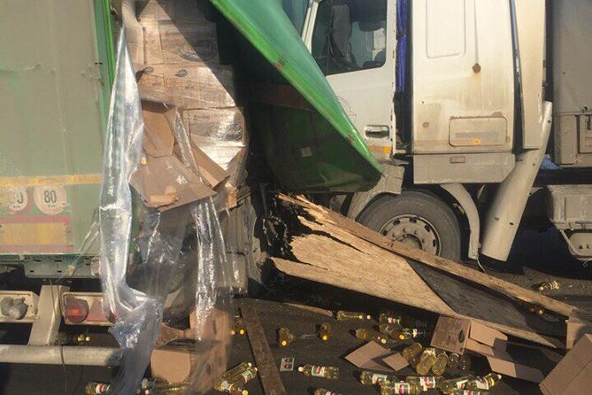 В Автозаводском районе столкнулись два грузовых автомобиля
