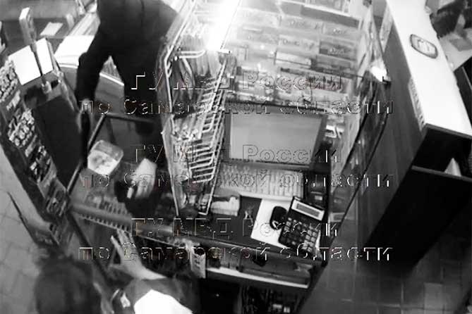 Чулок на голове, в руке пистолет: В Тольятти совершено разбойное нападение