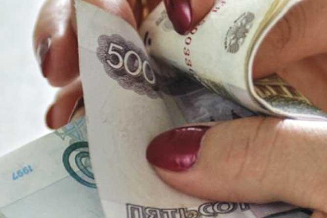 Заведующая медучреждения присвоила более 77 000 рублей