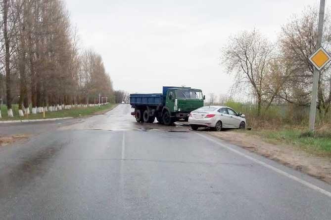 07-05-2018: Водитель легкового автомобиля был госпитализирован
