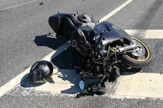 Водитель мотоцикла и его пассажир госпитализированы